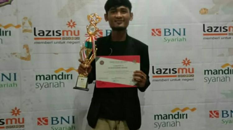 juara 1 pidato bahasa Arab dalam acara Sharia Economy Exhibition 2019 Universitas Uhamka  Muhammad Wafiuddin Siddiq (2018)